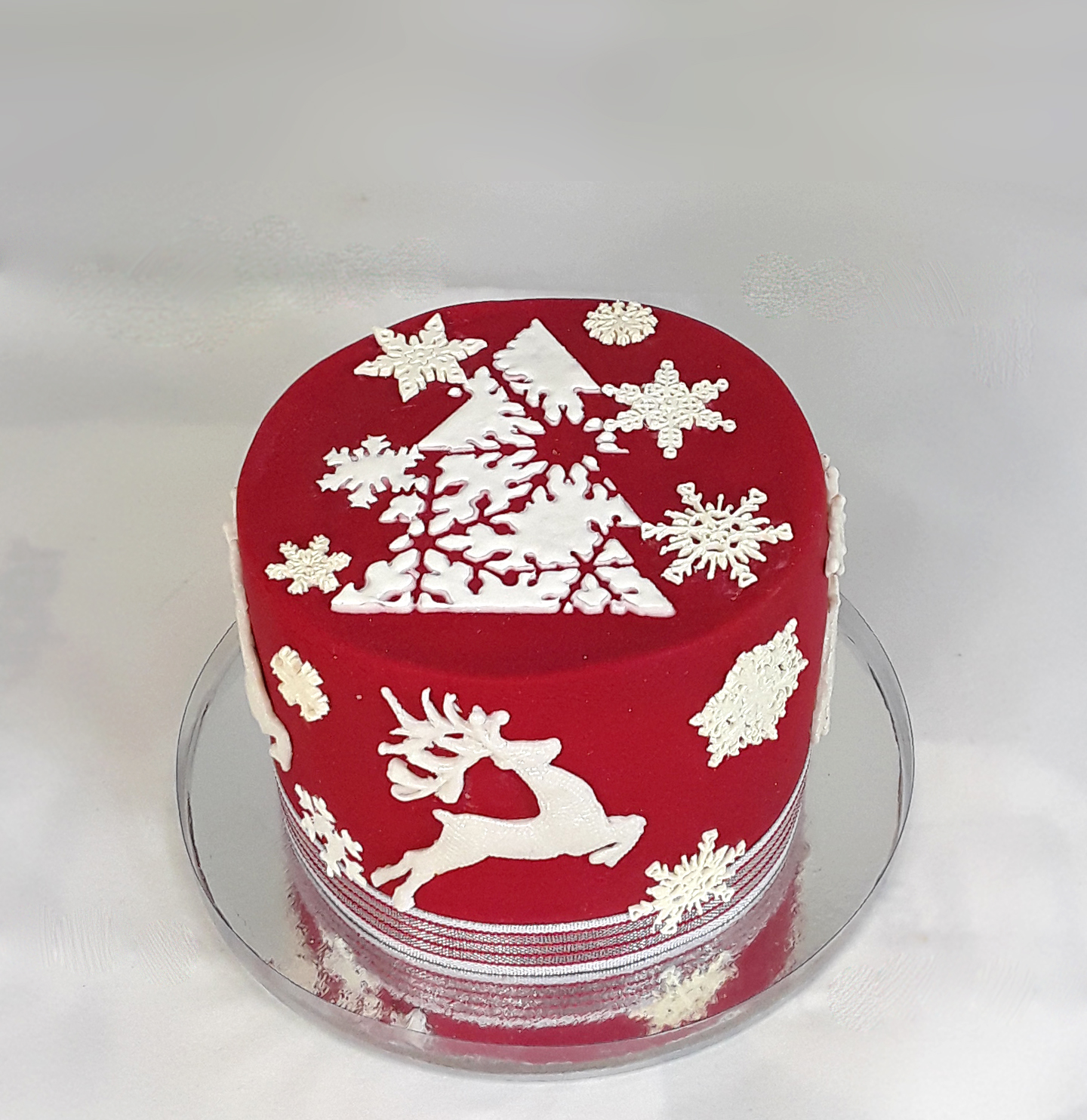 Christmas cake - red and white